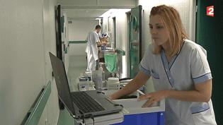 Amandine Vuq, 26 ans, a choisi de rejoindre la CFDT pour devenir déléguée du personnel de l'hôpital public de Brie-Comte-Robert (Seine-et-Marne). ( FRANCE 2)