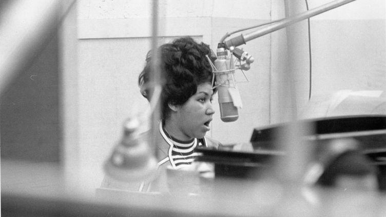 Aretha Franklin dans un studio d'enregistrement d'Atlantic Records à New York, le 9 janvier 1969. (GETTY IMAGES)