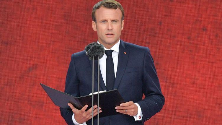 Emmanuel Macron, le 5 juin 2019, lors des cérémonies du 75e anniversaire du Débarquement à Portsmouth (Royaume-Uni). (DANIEL LEAL-OLIVAS / AFP)