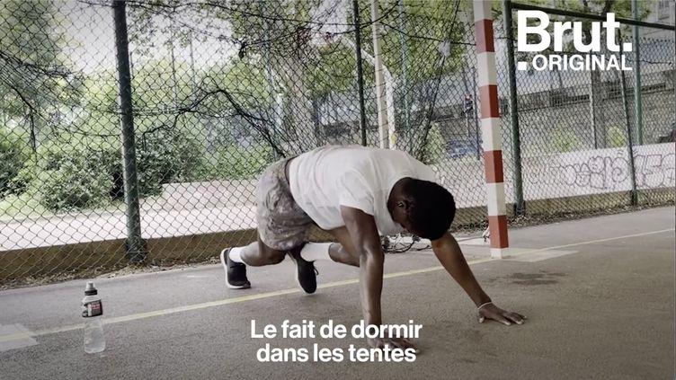 """VIDEO. """"J'ai embarqué avec 85 personnes et on est arrivés avec 57 personnes"""" : Mamadou raconte son périple (BRUT)"""