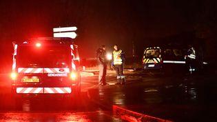 Des gendarmes patrouillent près d'une maison de retraite àMontferrier-sur-Lez (Hérault), après l'irruption d'un homme armé, le 25 novembre 2016. (PASCAL GUYOT / AFP)