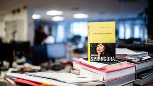 """Le livre """"Le Consentement"""", de Vanessa Spingora, qui sort en librairires jeudi 2 janvier 2020. (MARTIN BUREAU / AFP)"""
