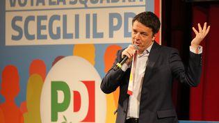 Matteo Renzi prononce un discours de campagne, le 21 février 2018, à Messine (Italie). (GABRIELE MARICCHIOLO / NURPHOTO / AFP)