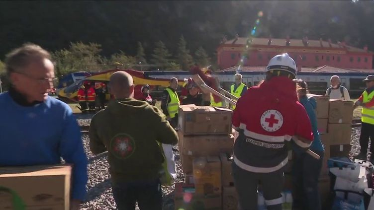 Vallée de la Roya : des bénévoles affluent pour aider les sinistrés  (France 3)