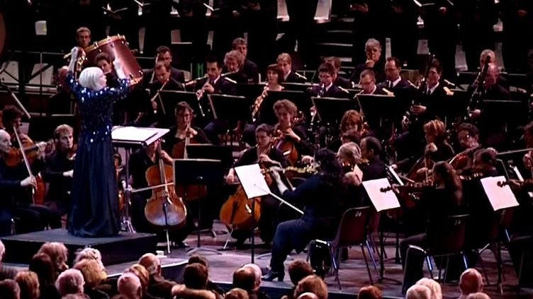 Eliane Lavail dirige le Requiem de berlioz  (France3/culturebox)