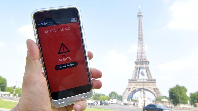 """L'application """"alerte attentat"""" SAIP, testée le jour de sa sortie, le 8 juin 2016. (MAXPPP)"""