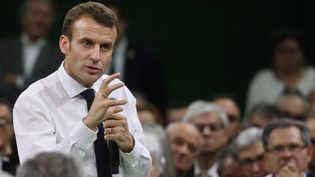 Le chef de l'Etat Emmanuel Macron prend la parole dans le gymnasede la commune de Grand Bourgtheroulde (Eure), le 15 janvier 2019,devant 600 maires normands. (LUDOVIC MARIN / AFP)