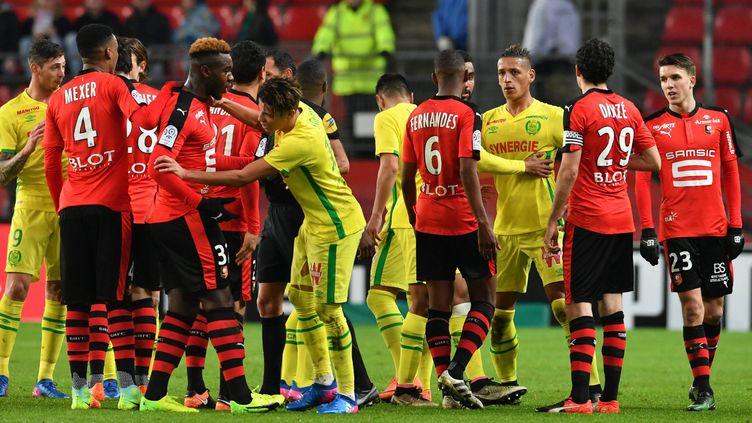 Petite échauffourée lors du match de Ligue 1 entre Rennes et Nantes (PHILIPPE CH?REL / MAXPPP)