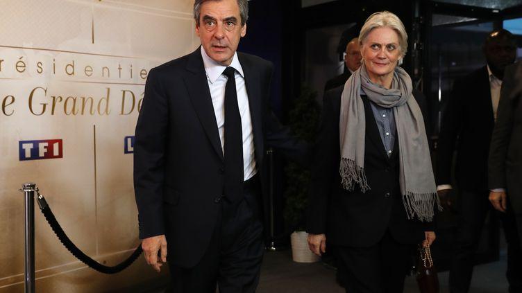 François Fillon et son épouse Penelope, le 20 mars 2017. (PATRICK KOVARIK / AFP)