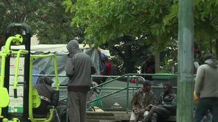 Après les habitants d'Aubervillierset Pantin, en Seine-Saint-Denis,qui ont protesté, cette semaine, contre la venue d'usagers du crack évacués depuis Paris, de nouvelles manifestations ont eu lieu dans l'Est parisien.  (CAPTURE ECRAN / FRANCEINFO)