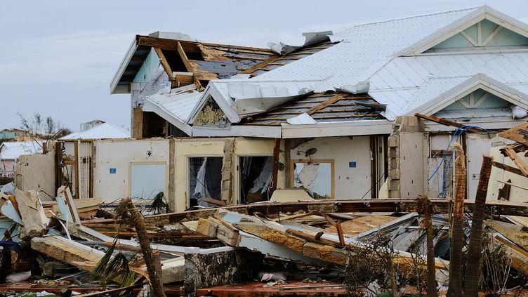 Une maison ravagée par l'ouragan Dorian aux Bahamas, le 3 septembre 2019. (DANTE CARRER / REUTERS)