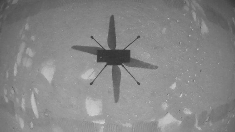 """Ce vol de l'hélicoptère """"Ingenuity"""" sur Mars est une première dans l'histoire de la conquête spatiale. (HANDOUT / NASA/JPL-CALTECH)"""