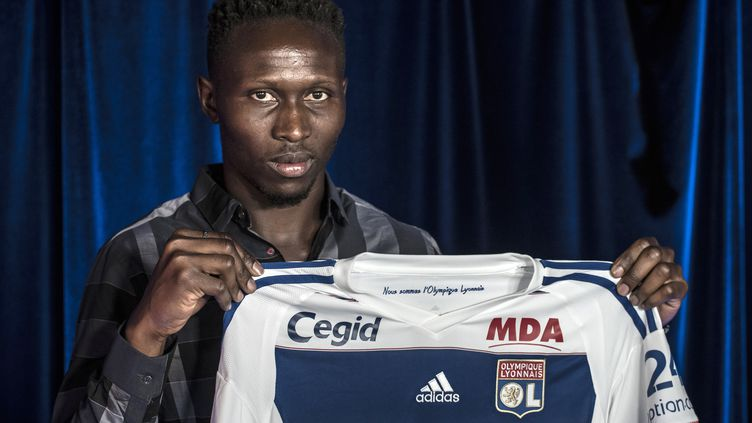Mapou Yanga-Mbiwa a signé un contrat de cinq avec Lyon. (JEAN-PHILIPPE KSIAZEK / AFP)