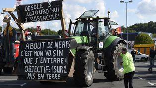 Le 2 septembre 2015, àTourville-la-Rivière (Seine-Maritime), avant le départ des agriculteurs vers Paris. (ERIC FEFERBERG / AFP)