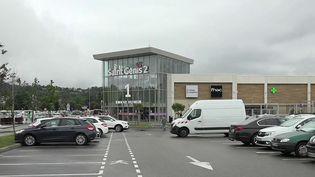 Pass sanitaire : des modalités encore floues pour les centres commerciaux (France 2)