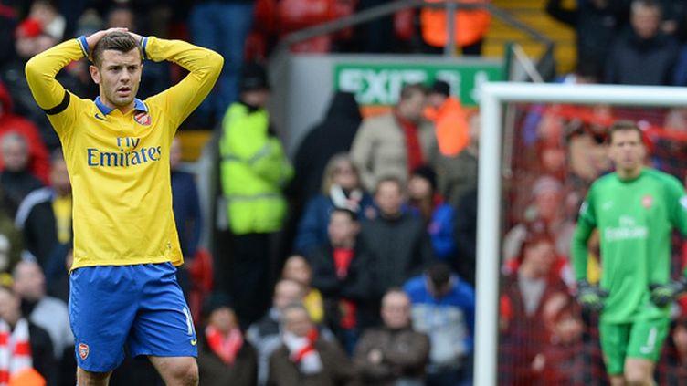 Jack Wilshere n'en croit pas ses yeux. Sur la pelouse d'Anfield, Arsenal a essuyé la fureur offensive des Reds.  (ANDREW YATES / AFP)