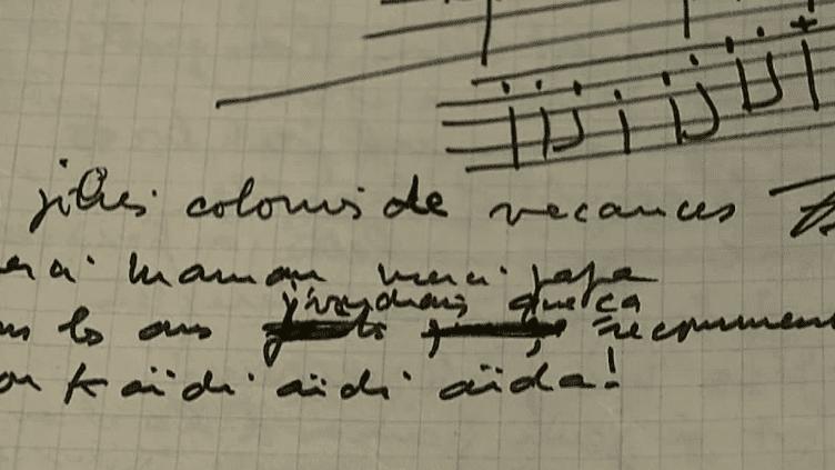 """Le brouillon de la chanson """"Les jolies colonies de vacances"""", un texte et une musique écrits en seulement deux heures par Pierre Perret."""