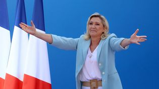 La candidate du Rassemblement national Marine Le Pen lors d'un meeting à Fréjus (Var), le 12 septembre 2021. (VALERY HACHE / AFP)