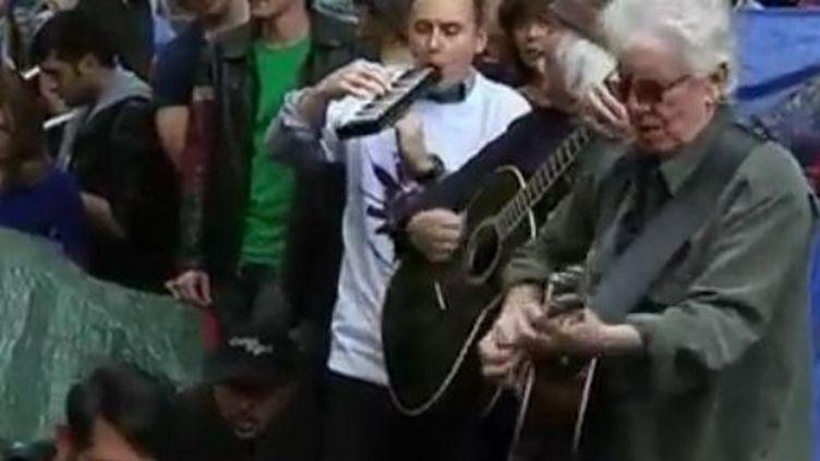 Les musiciens américains David Crosby et Graham Nash, mardi 8 novembre 2011, à New York (Etats-Unis). (REUTERS)