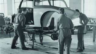 Theo Ballmer, Fabrication d'une automobile, Bâle, vers 1933 (Collection Ruth et Peter Herzog au Musée national Suisse, Zurich)