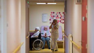Des résidents d'un Ehpad à Brest (Finistère). (LOIC VENANCE / AFP)