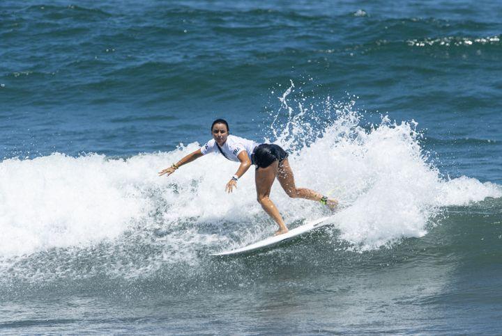 La FrançaiseJohanne Defay lors de la compétition de surf à Tsurigasaki, le 25 juillet (CURUTCHET VINCENT / KMSP)