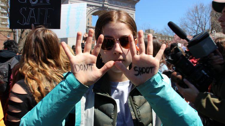 Une manifestation à New York, 19 ans après l'anniversaire du massacre de Columbine, le 20 avril 2018. (OLIYA  FEDUN / CROWDSPARK / AFP)