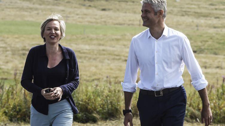 Virginie Calmels,alors vice-présidente des Républicains, et Laurent Wauquiez, président du parti, lors de l'ascension du mont Mézenc, en Haute-Loire, le 3 septembre 2017. (PHILIPPE DESMAZES / AFP)