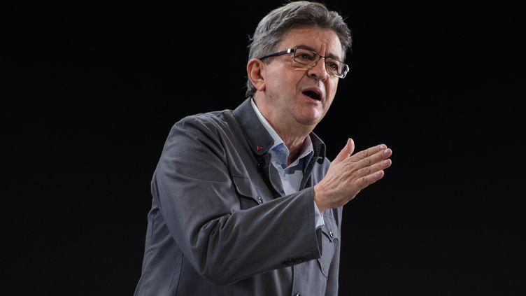 Le candidat de la France insoumise, à l'élection présidentielle Jean-Luc Mélenchon s'exprime lors d'un meeting à Lyon, le 5 février 2017. (MICHAUD GAEL / NURPHOTO)