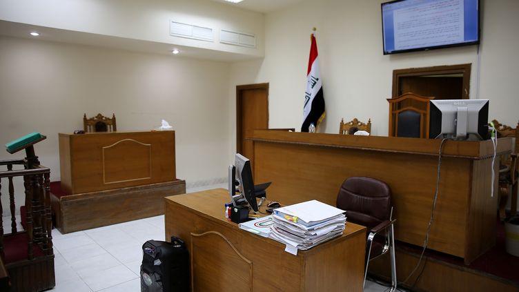 Une salle d'audience du tribunal de Bagdad (Irak), le 29 mai 2019, où des jihadistes français ont été accusés d'appartenir au groupe Etat islamique. (SABAH ARAR / AFP)