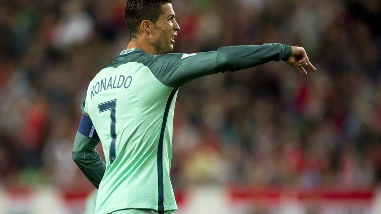 Le capitaine du Portugal, Cristiano Ronaldo, donne ses consignes (ANDREW SURMA / NURPHOTO)