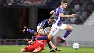 Stijn Spierings (n°17), joueur de Toulouse, vainqueur de Grenoble au Stadium, vendredi 21 mai. (M VIALA / MAXPPP)