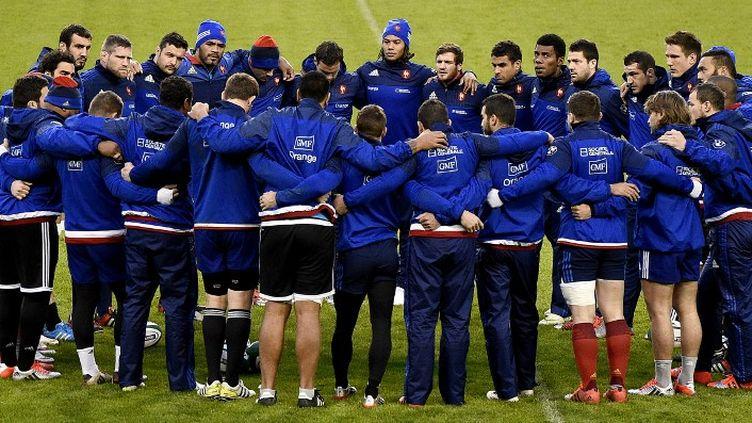 Le XV de France lors d'une séance d'entraînement à Dublin (Irlande), le 13 février 2015. (FRANCK FIFE / AFP)