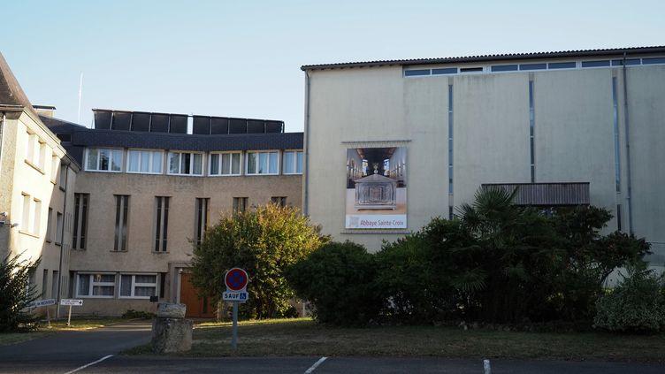 Un bâtiment de l'abbaye de Sainte-Croix, près de Poitiers le 19 septembre 2019. (GUILLAUME SOUVANT / AFP)