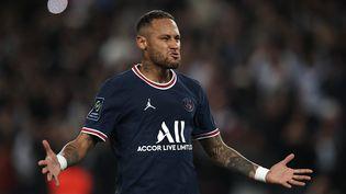 Neymar a égalisé sur penalty contre Lyon dimanche 19 septembre au Parc des Princes (JOSE BRETON / NURPHOTO via AFP)