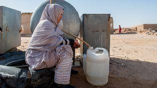 Dans certaines régions du Maghreb manquent d'eau et sa gestion reste archaïque (ici au camp de réfugiés de Tindouf en Algérie). (JESUS VECINO/SIPA)