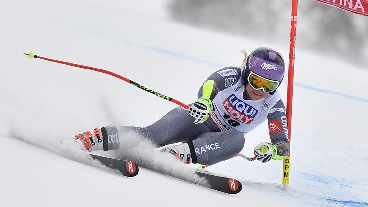 La Française Tessa Worley participe au Super G de Cortina d'Ampezzo (Italie), le 21 janvier 2018. (TIZIANA FABI / AFP)