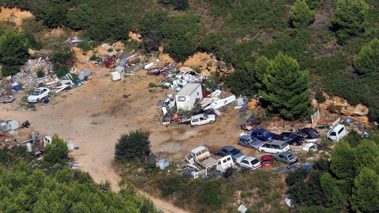 Vue aérienne d'une décharge illégale de déchets près de Martigues dans le sud de la France. (GERARD JULIEN / AFP)