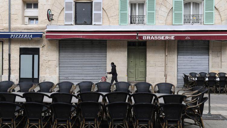 Un restaurant fermé de Marseille lundi 28 septembre. (NICOLAS TUCAT / AFP)