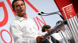 Le Premier ministre Manuel Valls lors de son discours de clôture de l'université d'été du PSà La Rochelle, le 30 août 2015. (MEHDI FEDOUACH / AFP)