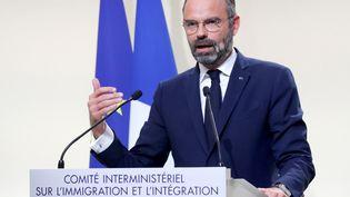 Le Premier ministre Edouard Philippeprésentant les 20 mesures du gouvernement sur l'immigration, à Matignon (Paris), le 6 novembre 2019. (CHARLES PLATIAU / AFP)