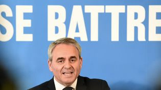Xavier Bertrand, le président sortant de la région des Hauts-de-France en campagne. (FRANCOIS LO PRESTI / AFP)