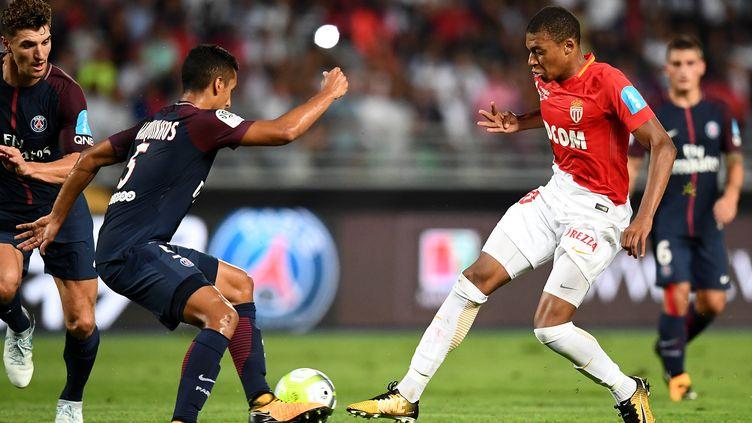 En cas de signature au Paris Saint-Germain, Kylian Mbappé pourrait devenir le deuxième plus gros transfert de l'histoire (FRANCK FIFE / AFP)