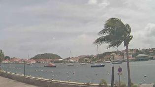 A Saint-Barthélemy, une caméra filme en direct le port de Gustavia, mardi 5 septembre 2017. (ST-BARTH LIVECAM / YOUTUBE)