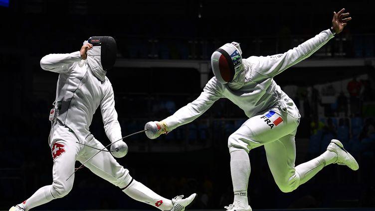L'épéiste français Yannick Borel opposé au Suisse Benjamin Steffen lors des derniers JO de Rio  (FABRICE COFFRINI / AFP)
