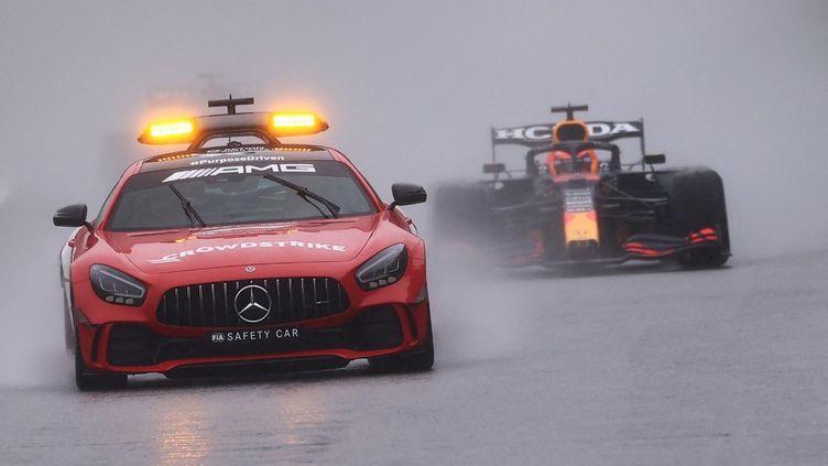 La voiture de sécurité a parcouru plus de tours que les pilotes au Grand Prix de Belgique. (KENZO TRIBOUILLARD / AFP)