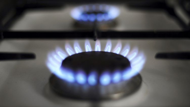 Des brûleurs à gaz sur une cuisinière. (JOHANNA LEGUERRE / AFP)
