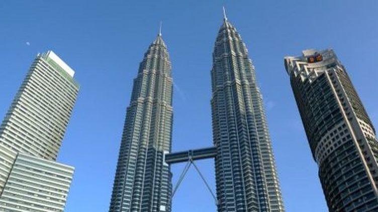 Toujours plus haut, le gratte-ciel est souvent une coquille presque vide. Ici, les Pétronas, à Kuala Lumpur, en Malaisie (architecte César Pelli). (AFP)
