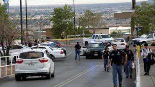 Des policiers sur le site d'une tuerie à El Paso, au Texas (Etats-Unis) le 3 août 2019. (JOSE LUIS GONZALEZ / REUTERS)
