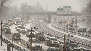 Des embouteillages en région parisienne à cause d'importantes chutes de neige, mardi 6 février 2018. (MAXPPP)